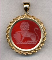Ladies' Gold Crest Pendant in carnelian