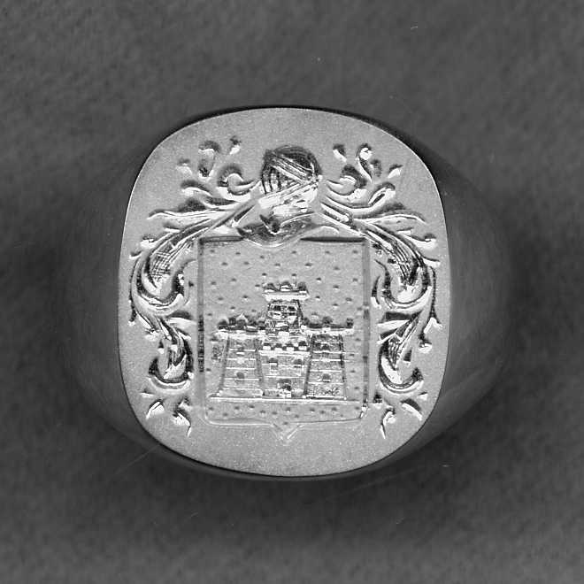 A man's Crest Ring from the Heraldica Silver Collection.